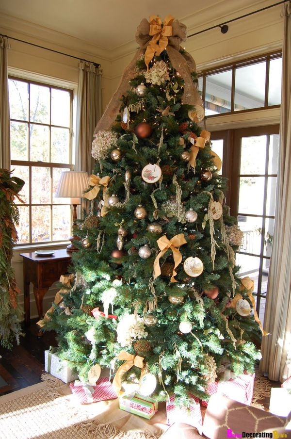 30 Beautiful Christmas Tree Decorating Ideas That You Will